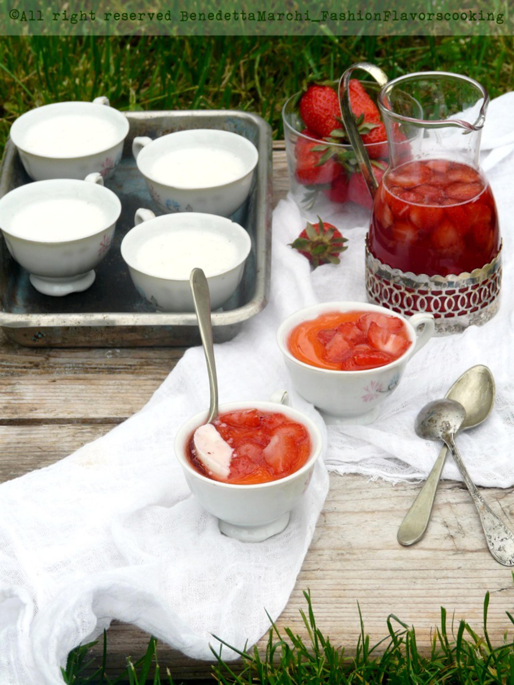budini di yogurt vaniglia e fragole