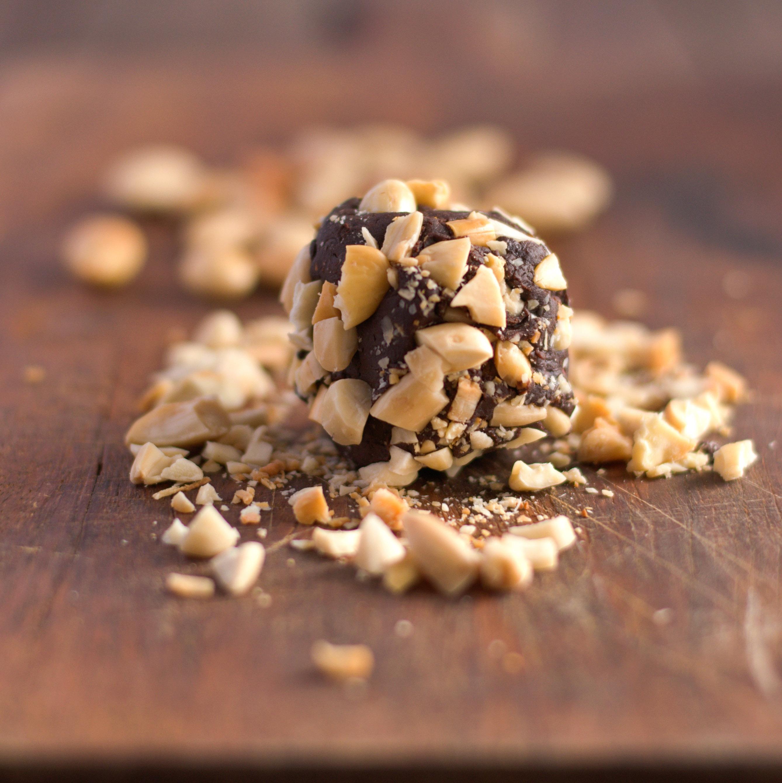 Gros rochers au chocolat, éclats de fève et noisettes 1-2-2